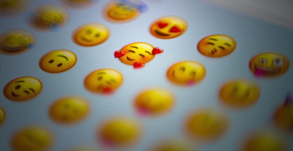 Buźki do smsów - emoji w komunikacji i marketingu SMS