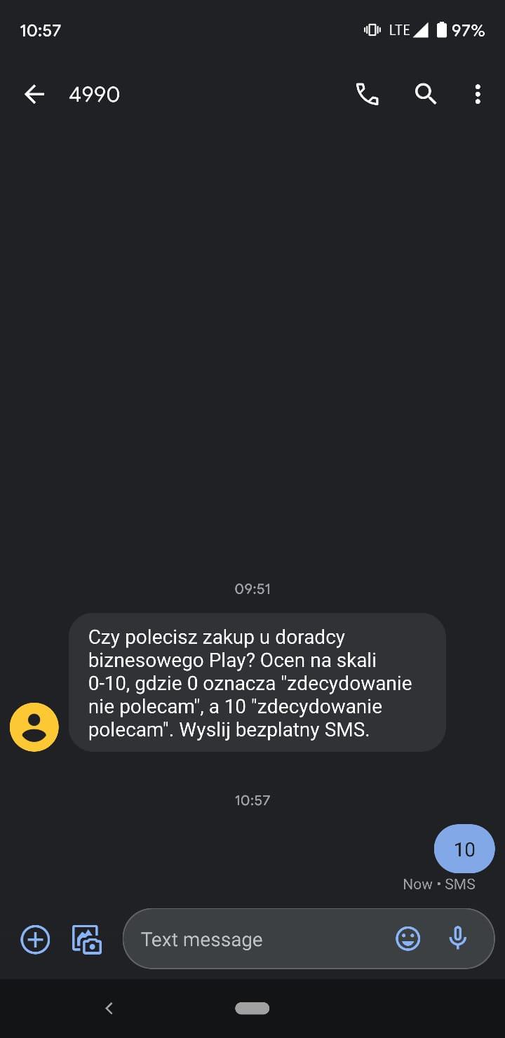 Przykład rozmowy SMS, w której firma pyta o opinię na temat pracy doradcy biznesowego